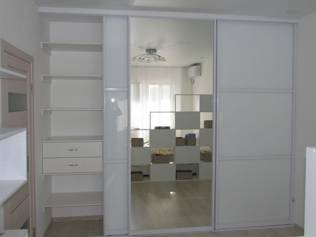 Двери-купе белый глянец с зеркалом