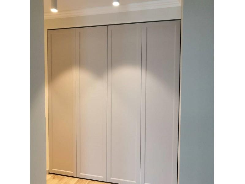 Шкаф гармошка с фрезеровкой №133 фото фасады