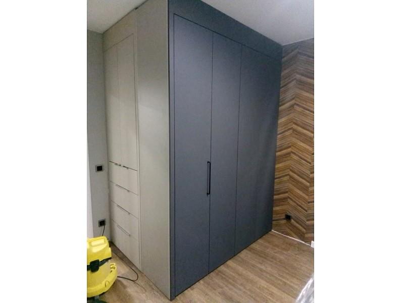 Серый матовый шкаф гармошка №129 вид сбоку