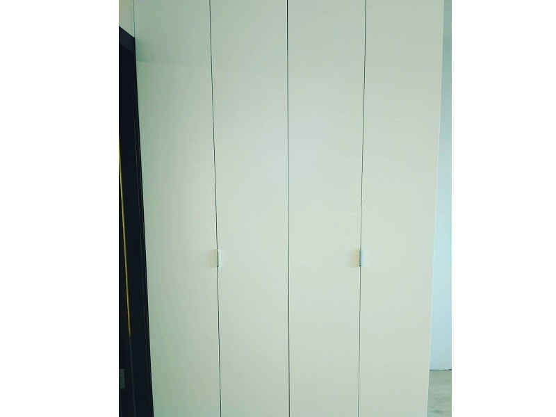 Белый матовый шкаф гармошка №128