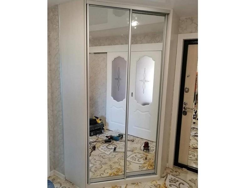 Встроенный зеркальный угловой шкаф-купе №461