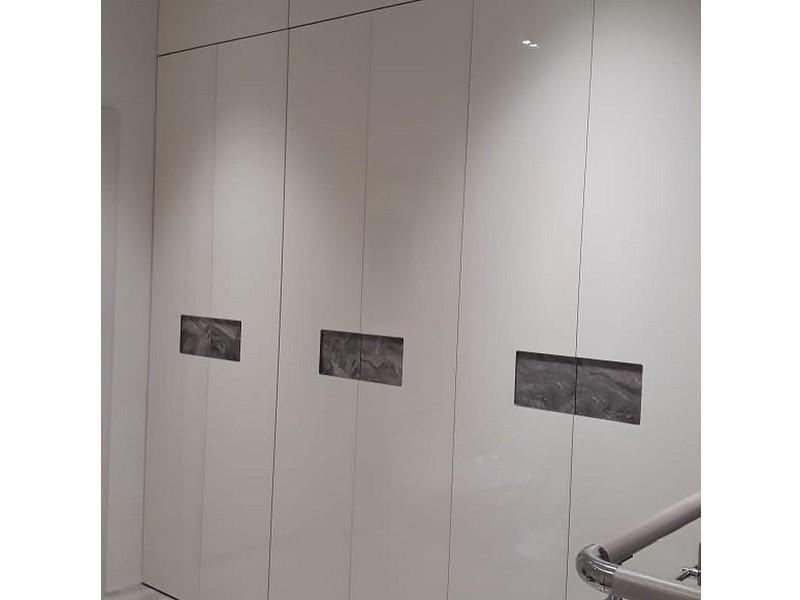 Шкаф гармошка с интегрированными ручками №125 вид сбоку