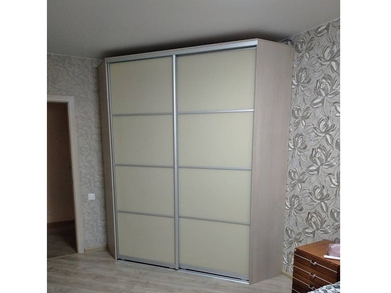 Светлый угловой шкаф-купе в комнату №448