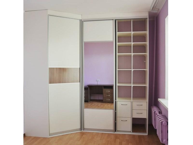 Встроенный угловой шкаф-купе в спальню №444