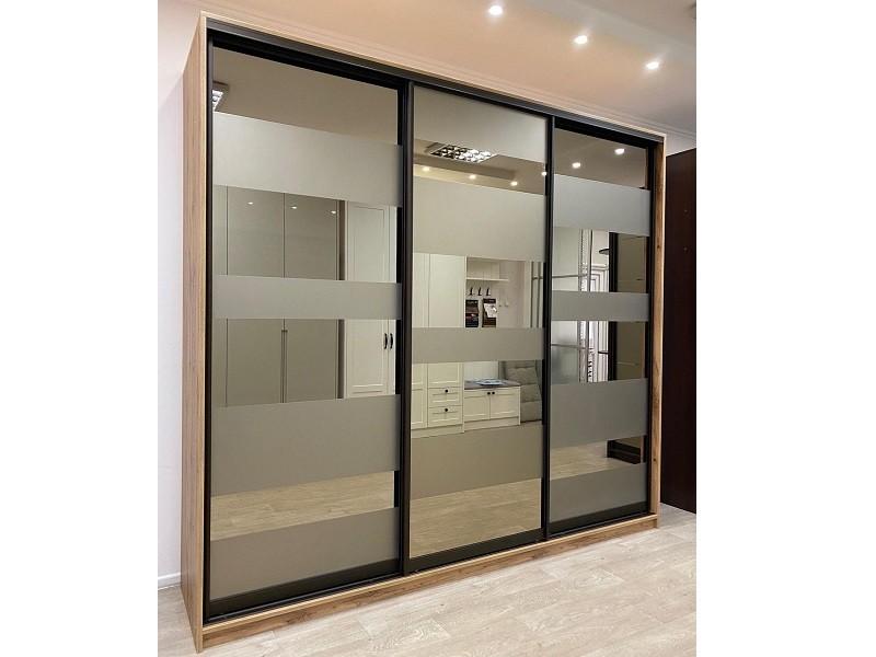 Зеркальные двери-купе графит в коридор
