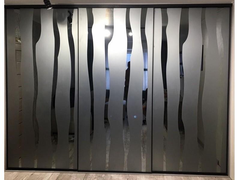 Двери-купе зеркало графит с пескоструйным рисунком