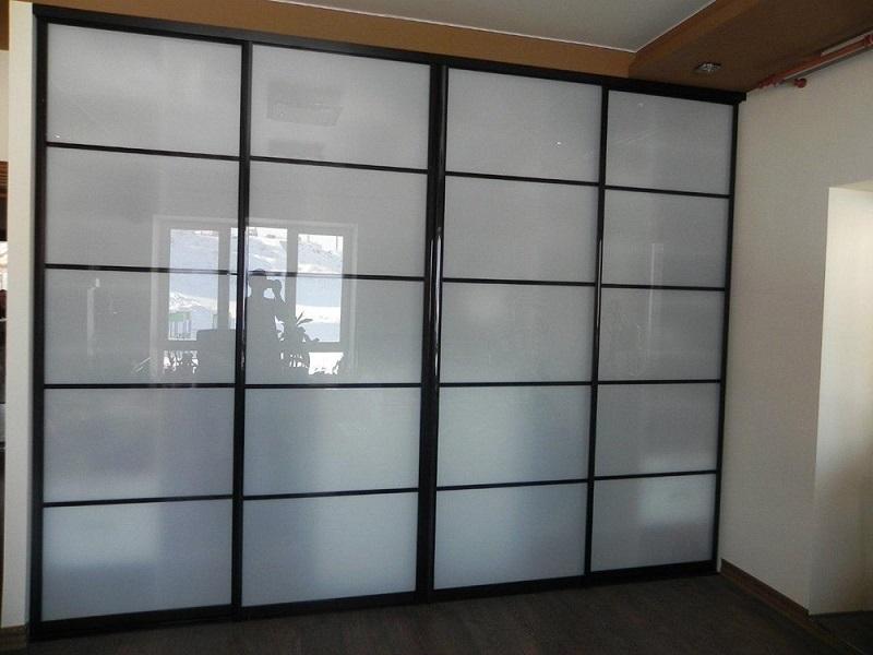 Двери-купе стекло сатин в гостиную